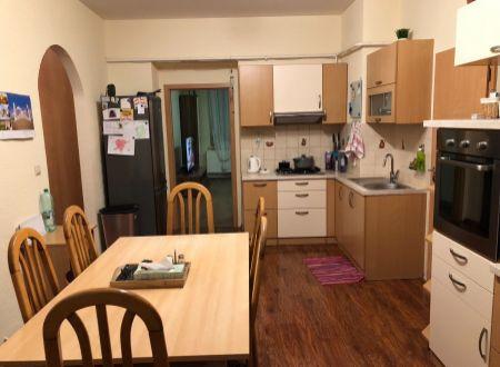 3 izbový byt  balkónom Topoľčany plus 2x garáž