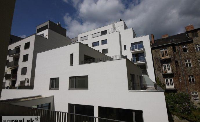 Nebytový priestor - apartmán 223,33 m2 s terasou (145 m2) - novostavba Strážnická ul.