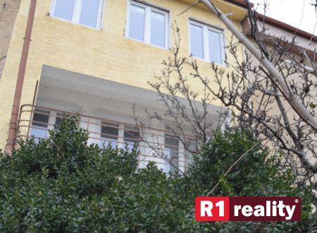 Trojpodlažný objekt /investičná nehnuteľnosť/ centrum Piešťany