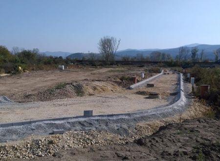 Stavebný pozemok 581 m2, všetky IS v obci Ivanovce / 76,- € za 1 m2