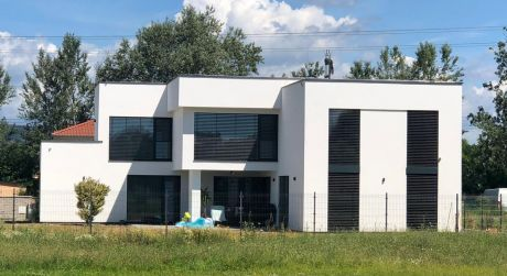 Rodinný dom pred kolaudáciou v Chorvátskom Grobe v tichej lokalite.