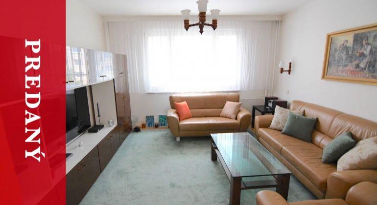 PREDANÝ: Pekný 4i byt na Smrekovej ulici po rekonštrukcii a so zariadením