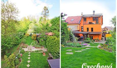 SKVELÝ rodinný dom (120 m2 + 40 m2) s pozemkom (553 m2), okrasnou záhradkou, krbom a altánom, obklopený zeleňou / Orechová ul.