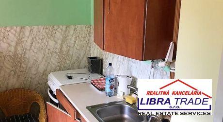 EXKLUZÍVNY PREDAJ! Kompletne prerobený 1 izbový byt s loggiou na Gazdovskej ul. v Komárne