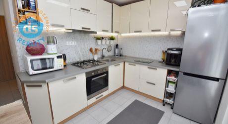 Na predaj zrekonštruovaný 2 izbový byt s 2 balkónmi, 56 m2, Nová Dubnica, SNP