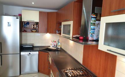 Na predaj krásny, zariadený, zrekonštruovaný 2.izbový byt -  65,15 m2 v Pezinku, Novomeského ulica