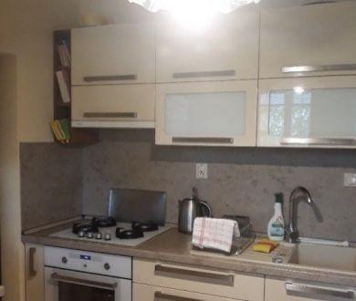 Ponúkame na predaj 3 izbový byt v Dubnici nad Váhom, s výmerou 65 m2.