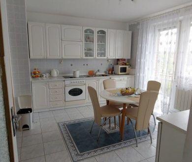 REZERVOVANÝ - Ponúkame na predaj veľký dvojgeneračný rodinný dom v mestskej časti Hliníky.