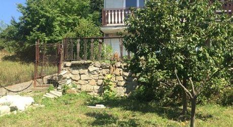 Kuchárek-real: Predaj pozemku so záhradnou chatou v Bratislave - Rača, ul. Stupavská.