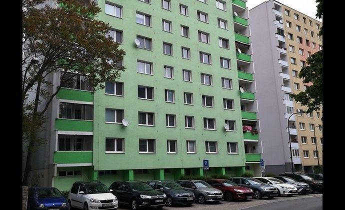 Tichá lokalita BA V Petržalka - Osuského ul., 2izb. byt po čiastočnej rekonštrukcii, ÚP 54 m2