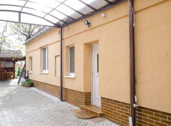 Ihneď voľný ! Prenájom 2 izb. domu - Pezinok - Cajla na 350 m2 pozemku
