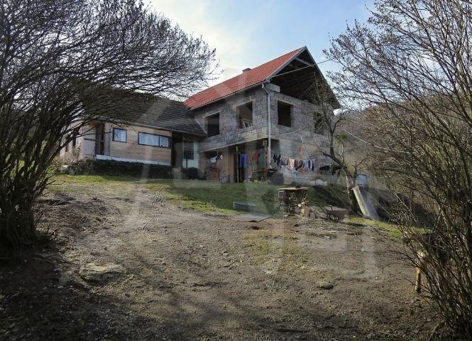 Rodinný dom - Rakovnica - Fotografia 1