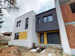 Na predaj 3 x novostavba rodinného domu v radovej zástavbe v Trenčíne, ulica Belá pri OD TESCO.