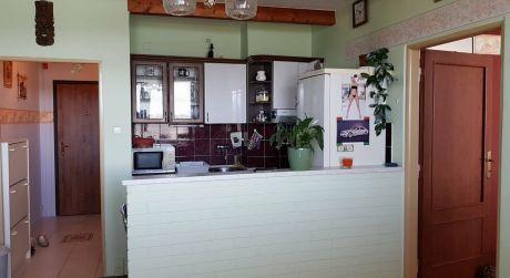 Predáme 1-izbový byt s 2x balkónom na ulici Jesenského s krásnym výhľadom na Dunaj.