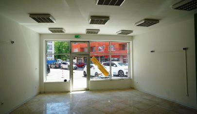 REALTIY MAN - klimatizovaný obchodný priestor v centre s výkladom, 80 m2, polyfunkčný dom Enzo, Piešťany