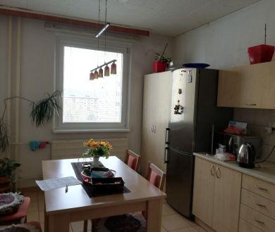 Ponúkame na predaj čiastočne zrekonštruovaný 3 izbový byt v Dubnici nad Váhom.