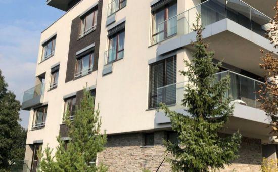 Na prenájom 2i byt v blízkosti Horský park v uzavretej doméne!
