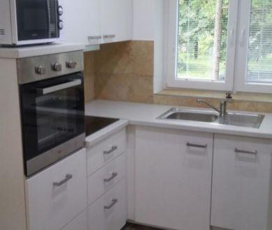 Ponúkame na prenájom krásny, kompletne zrekonštruovaný 2 izbový byt v Žiline.