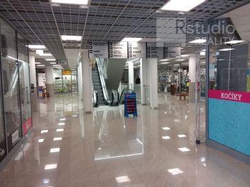 PRENÁJOM - zrekonštruované obchodné priestory na 1. podlaží  / Trnava / Trojičné námestie