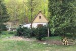 Chata s veľkým pozemkom pod lesom na Bukovej.