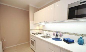 Ponúkame na predaj 2 izbový byt v Dúbravke na Tranovského ul .