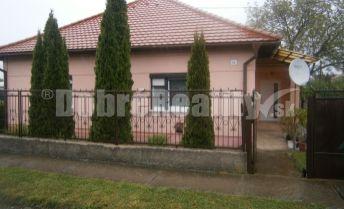 REZERVOVANÉ. Zrekonštruovaný rodinný dom na predaj v obci Jasová, exkluzívne v Dobrých realitách.