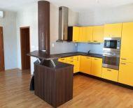 Slnečný veľký luxusný byt s rozlohou 70m2 v najlukrativnejsej budove v centre mesta DS