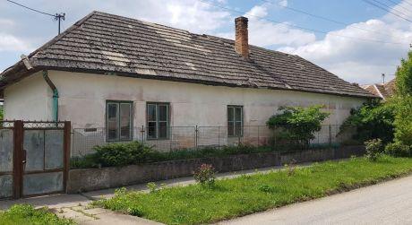 BRUTY - rodinný dom s veľkým pozemkom - vhodné na farmárčenie.