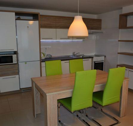 StarBrokers – Prenájom nového 3-izbového bytu v radovej zástavbe RD v Záhorskej Bystrici s terasou
