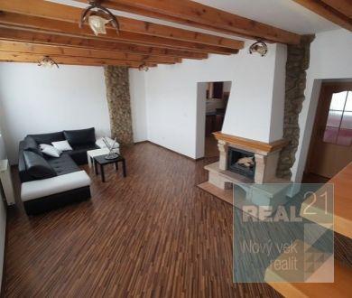 REZERVOVANÝ - Ponúkame na predaj krásny mezonetový byt v Považskej Bystrici, na sídlisku Lány.