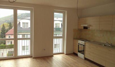 PARTIZÁNSKE  3 izbový byt s rozlohou 61m2, 3 poschodie