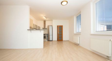 Prenájom nadštandardného 4 izbového bytu v novostavbe na Dunajskej ulici v centre
