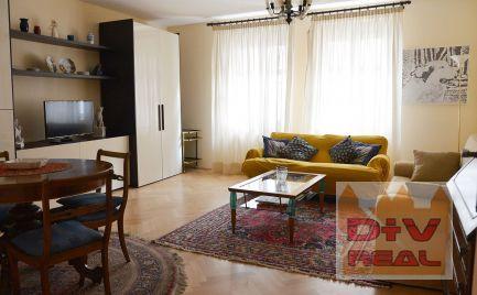 Predaj: 3 izbový byt, Grosslingova ulica, Bratislava I, Staré mesto, zrekonštrukovaný, samostatné izby a samostatná kuchyňa, priestranný