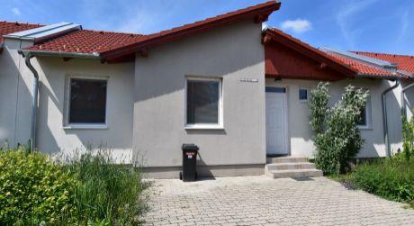 aea195e04 4 - izbový rodinný dom na prenájom 76 m2, pozemok 320 m2 - Rajka