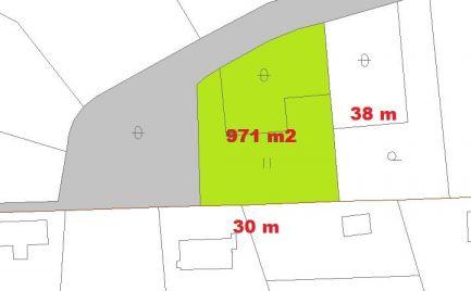 Stavebný pozemok 971 m2,  13 km od Banskej Bystrice, so stavebným povolením a projektom - Cena - 57 000 €