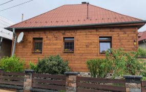 Na predaj rodinný dom v obci Trenčianske Jastrabie s pozemkom 1800 m2.