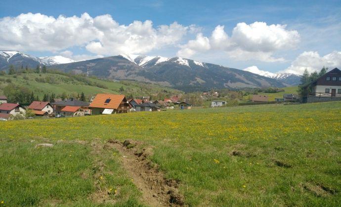 Slnečný pozemok na Liptove s pekným výhľadom na Západné Tatry