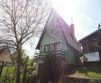 Na predaj murovaná chata so záhradou 455 m2 Handlová 79048