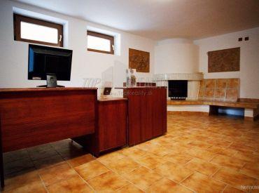 Ponúkame na predaj krásnu 7 izb. rodinnú vilu s bazénom neďaleko Bratislavy