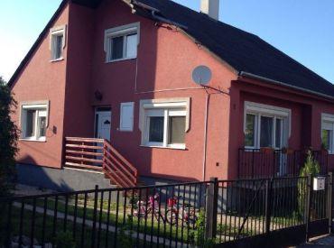 Predám dvojgeneračný rodinný dom v Rajke