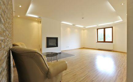 TOP: 3 izb. byt, 110 m2, Terasa, KE – Staré mesto, súkromie, kompl. rekonštrukcia, 1.p.