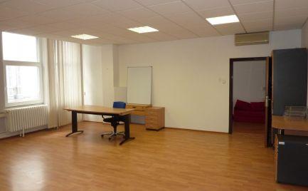 AOA Real  – prenájom, dvojkancelária 65,5 m2, vyhľadávaná  lokalita,  elektronický bezpečnostný systém, elektronický vrátnik, Klincová ul.