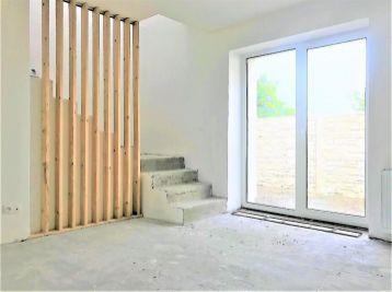 NA PREDAJ: Výnimočný 4 izb. byt s terasou a parkovacím státím vo výbornej lokalite/ Malacky!!!