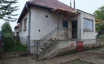 Trojizbový rodinný dom v tichej lokalite vhodný na rekonštrukciu v obci Čalovec