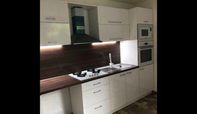 REALFINN  Ponúkame Vám na predaj 3 izbový nadštandardný byt, v  Nových Zámkoch na sídlisku Juh