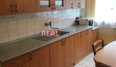 REALFINN  Ponúkame Vám na predaj 3 izbový veľkometrážny  byt v Nových Zámkoch