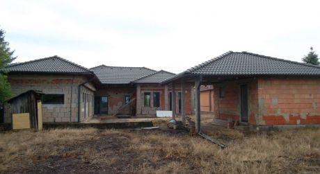 Rozostavaný rodinný dom 5-Km od Štúrova, možná výmena za byt v Štúrove
