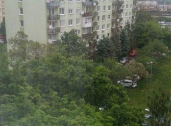 Predám 2,5 izbovy povodý  byt v Nových Zámkov CyriloMetodská ul.
