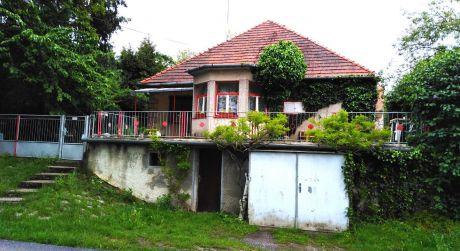 Exkluzívne ! – Na predaj rodinný dom v tichej lokalite obce Nemčiňany.