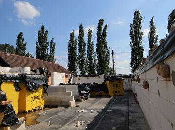 Rozostavaný dom